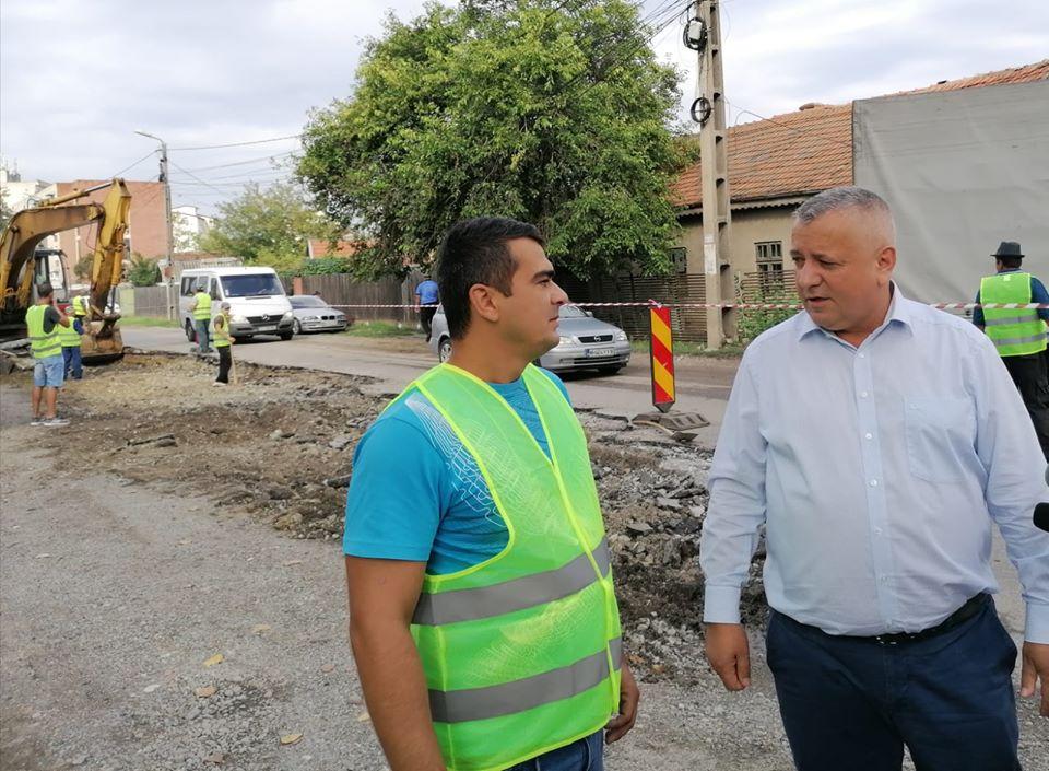 Au început lucrările de asfaltare pe Calea Cernețiului